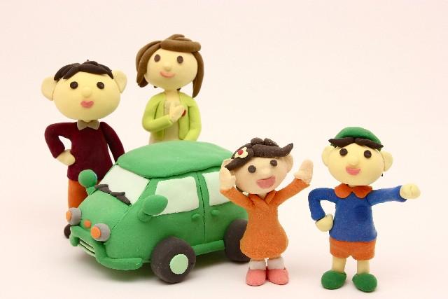マイカーローンに乗る家族